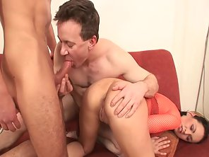 Brunette After Dual Blowjob Enjoys Bisexual Threesome